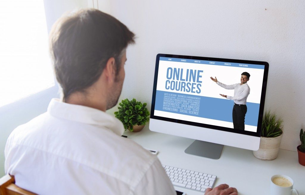 Man enrolled in an online course