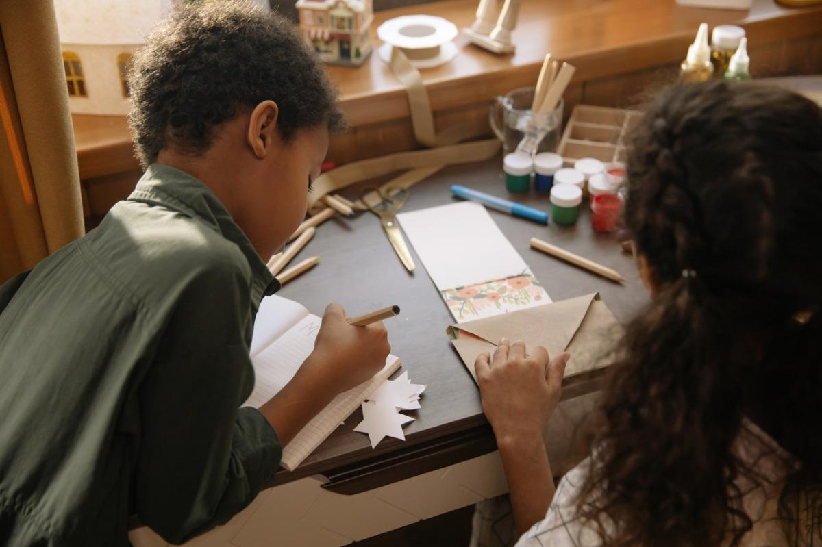 children doing crafts